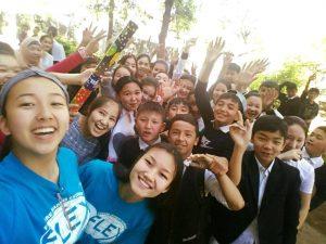 Didana Suseeva - Suseeva Didana'15. Fianl selfie with 7 graders of Tokmok school#1